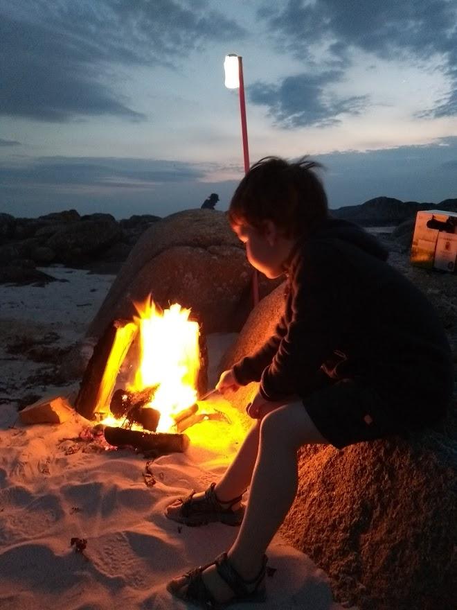 Campfire on the beach, Fidden